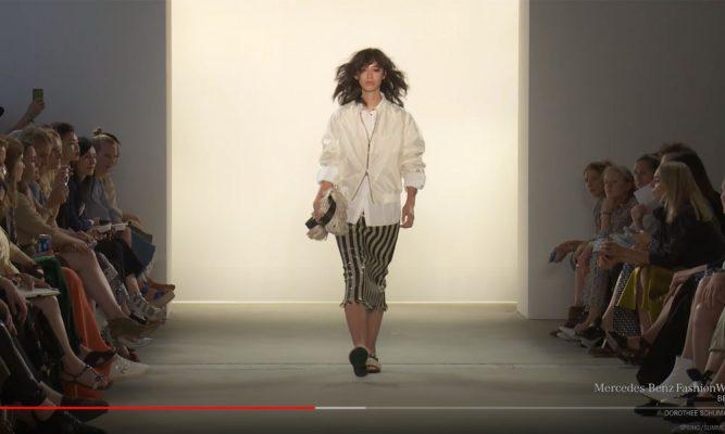 Model auf Laufsteg bei der Modenschau von Dorothee Schumacher 2018